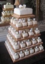Individual iced cakes with cutting top tier REF SD035