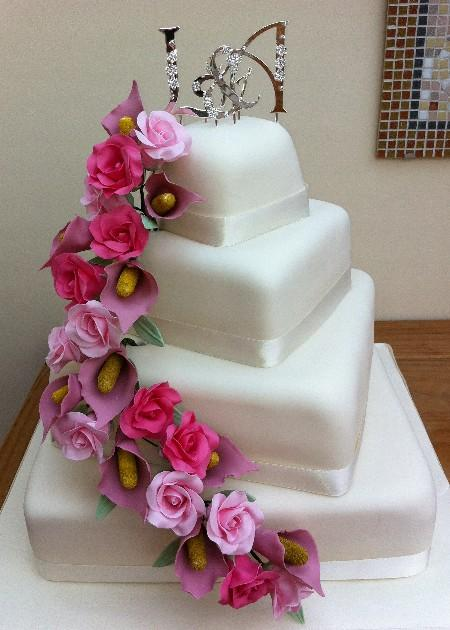 Twisted cake with pink flowers IC108