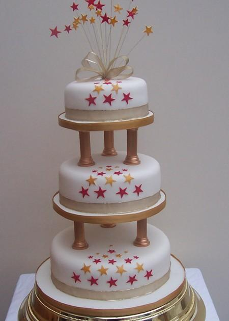 Gold and Red Stars Wedding Cake  Ref  IC023